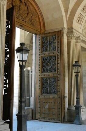 VISITE GUIDEE : LE LOUVRE ET SON HISTOIRE AVEC PARIS HISTORIQUE