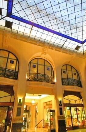 VISITE GUIDEE DE LA PLACE VENDOME AUX GALERIES DU LUXE AVEC LORA ROMANO