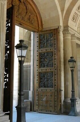 VISITE GUIDEE : LE LOUVRE ET SA COUR CARREE AVEC PARIS HISTORIQUE